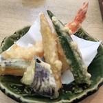 40373544 - 2皿目の天ぷら(海老が美味しかった)