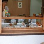 まえだのドーナツ - 小さなお店です