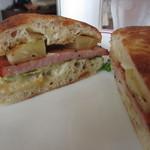 カフェ ルーツ - ハムとパイナップルのサンドイッチ