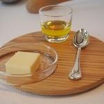 ジョルジュ マルソー - バターやオイルでパンは楽しめます 可愛い木製のバターナイフ