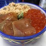 ウトロ漁協婦人部食堂 - 秋鮭三種丼