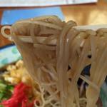 喜久屋 - 細麺、いい食感の蕎麦(≧∇≦) ツユの絡み具合、いい感じでしょ〜(≧∇≦)