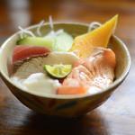 ごはん屋・デ・スースースーン - ビュッフェの海鮮丼