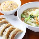 鳳春 - 料理写真:Cランチ=餃子、半タンメン、半チャーハン。