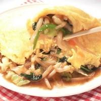 鳳春 - オムやさい=野菜炒めにフワフワ玉子炒めの帽子をかぶせました、野菜炒めと玉子がこんなに合うなんて。。。野菜の量は約330g