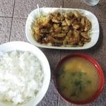 セキネ食堂 - もつ焼き定食