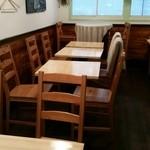 40383320 - 2Fのテーブル席。