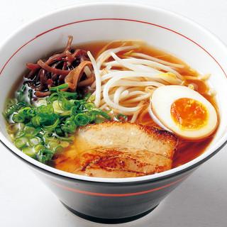 黄金色に輝く宝石のようなスープには素材から見極めた技にある