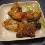 寿司の海女屋 - アラ煮・白身の魚がコックリしたタレで煮込んである。