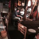 和光 - なぜかピアノを弾き歌いだす。