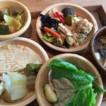 都野菜 賀茂 - ★★★☆ ランチバイキング ¥880 お野菜もいっぱい食べられて美味しい! ドリンク別料金