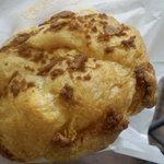 ビアードパパ - おそらく「クッキーシュー」。