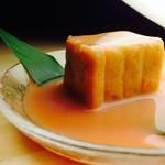 じまんや - 珍味 豆腐よう 頭部を紅麹と泡盛などを用いた漬け汁に長期間漬け込み、発酵・熟成させた発酵食品。