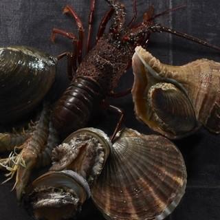 厳選された素材を伝統と創作性に培われた料理長の技で・・・。