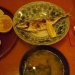 定食サトウ - アジの塩焼きと定食セットの味噌汁