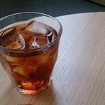 カフェ オムニバス - 烏龍茶です