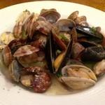 チムニー - 浅利とムール貝のワイン蒸し♪