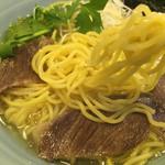 麺工房 武 - 麺は細い縮れ麺