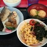 40416386 - 朝食サラダ&明石焼き&焼き魚&煮物&スパムオニギリ