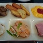 40416414 - 朝食 スクランブルエッグ&ベーコン&ウィンナー&ポテト&サーモンサラダ&朝食ステーキ&いかそうめん