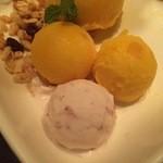 もつ竜akasaka - アイスクリームです。
