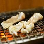 野毛ホルモンセンター - 2015.7 ペラペラ焼(豚シロ)を炭火で焼きます