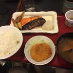 40423403 - 焼き魚定食。鮭と鰊