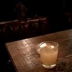 ジャンゴ - 自家製のオーガニックジンジャーシロップを白ワインで♪