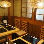 青柳 - 4人掛けテーブルが、2卓あります