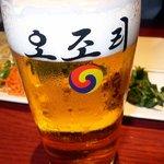 吾照里 - まずは生ビールからのスタートです。ここはオリジナルグラスですね。ゴクゴク、ゴクゴク、ふぅ~、生き返りました。