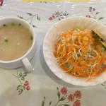エンジラ - セットのスープとサラダ
