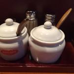 らーめん味喜 - 料理写真:卓上調味料たち