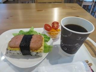 カフェ ポーポキ - スパムむすび(大)+ホットコーヒー_2015/07