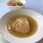 レストランポンム - 日替りランチのオニオングラタンスープ。