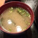 丸清寿司 - ワカメの味噌汁