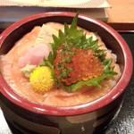 丸清寿司 - 鮭・いくらの親子丼