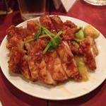 台南担仔麺 屋台料理 来来 - 油淋鶏。辛子がついてます⁈