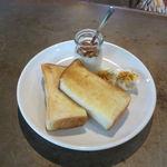 CLAMP COFFEE SARASA - クランプ・モーニング:トースト、玉子、ヨーグルト、ピクルス、ジャム(ピーナッツ・バター&パパイヤ)&コーヒー2