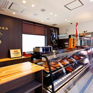 店舗1階は、米澤牛が購入できる直営販売店