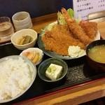 笑楽 - 料理写真:「ミックスフライ定食 (1100円)」、コスパも良いですね~♪