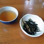地粉そば処 みのり - 茶と付き出し