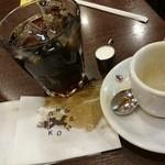 コンパル メイチカ店 - アイスコーヒー(注ぐとこぼれます)