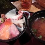 まるさ水産 - 海鮮丼
