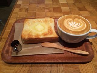 フェブラリーカフェ - バタートーストとカフェラテ