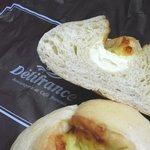 デリフランス - ②ハニー&チーズの断面図。