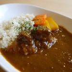 楽猫 - 牛すじ肉の欧風カレー