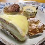 ふらのパティスリートロン - 料理写真:カスタードシュー、プリン、苺ミルクレープ、キャラメルバナナババロア。
