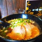 跳満 - 料理写真:初投稿です(汗) 美味しいラーメンをいただきました*\(^o^)/* 個人的な感想ですが… 優しいスープに細麺がよく絡まりとても食べやすいです(^_^)v