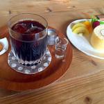 ミナモ - 料理写真:アイスコーヒー ロールケーキ