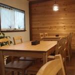 成木カフェ - テーブル席
